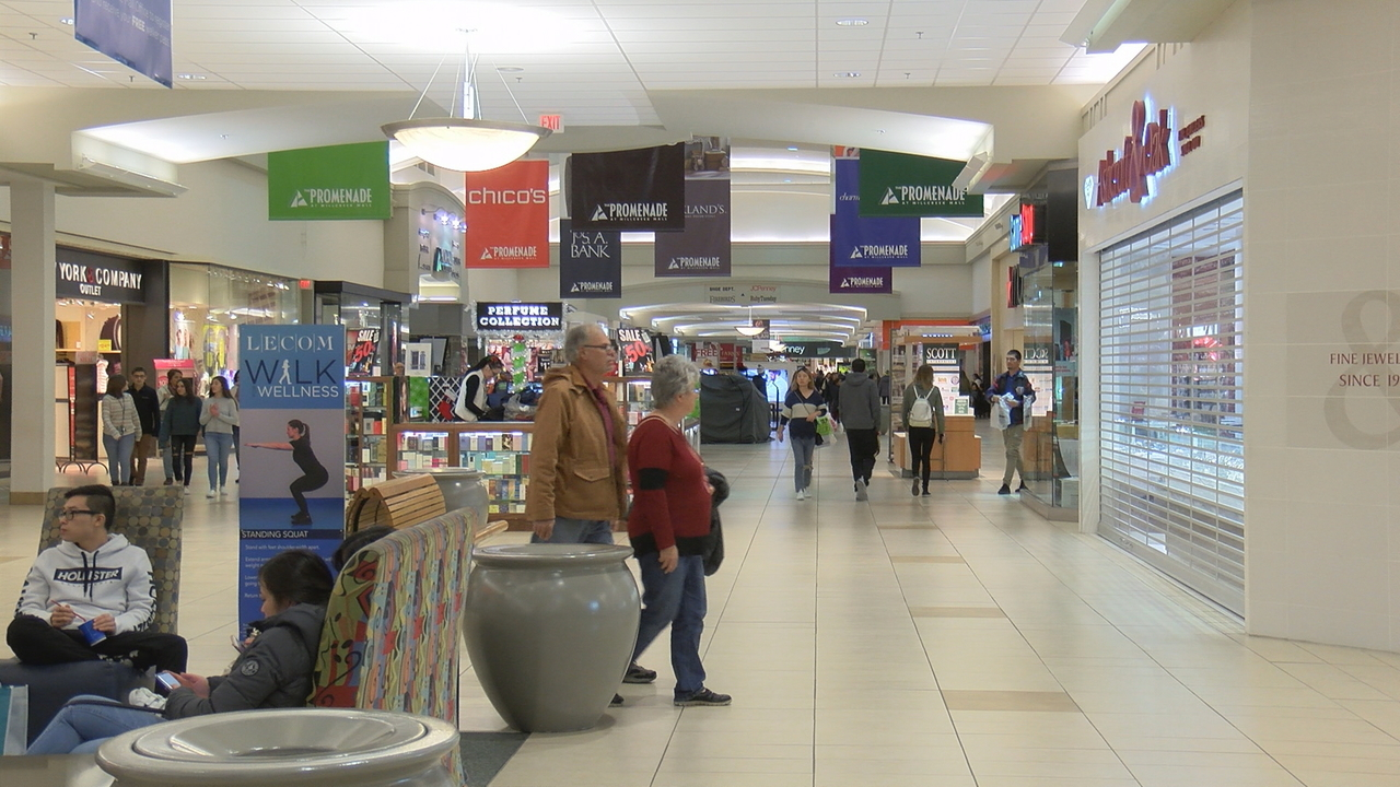 Thousands Shop Pre Black Friday Deals At Millcreek Mall And Best Buy